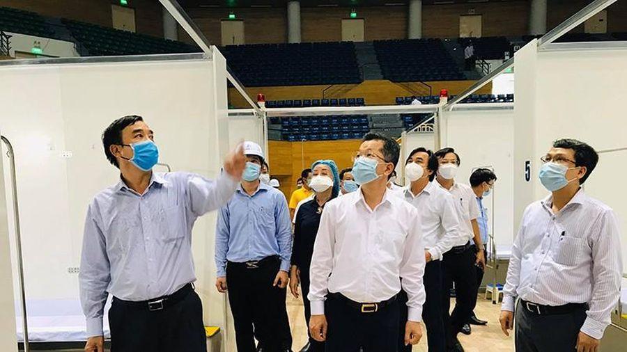Dịch COVID-19: Tiếp tục cách ly, thành lập bệnh viện dã chiến