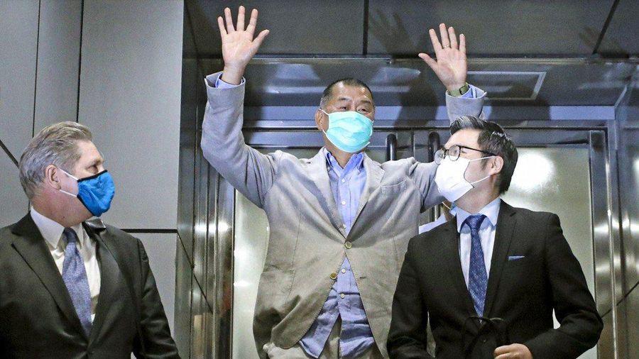 Agnes Chow và ông trùm truyền thông Hong Kong được thả