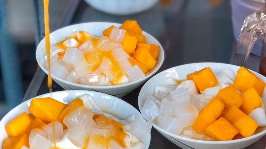 Hủ tiếu xoài và loạt món ăn vặt lạ miệng ở TP.HCM
