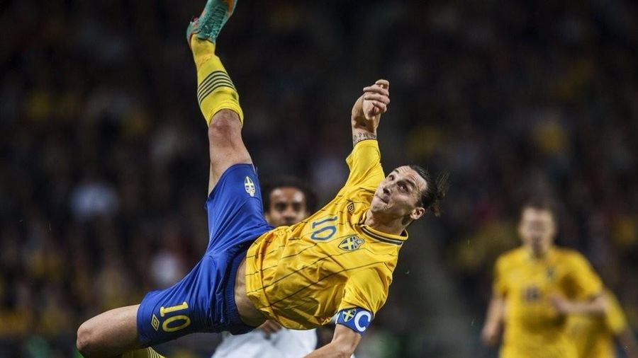 Ibrahimovic tái hiện siêu phẩm, chọc tức cổ động viên Anh