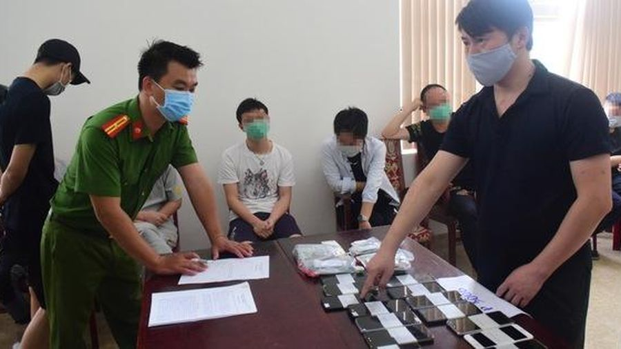 Phạt tiền, trục xuất 7 người Trung Quốc thuê khách sạn để đánh bạc