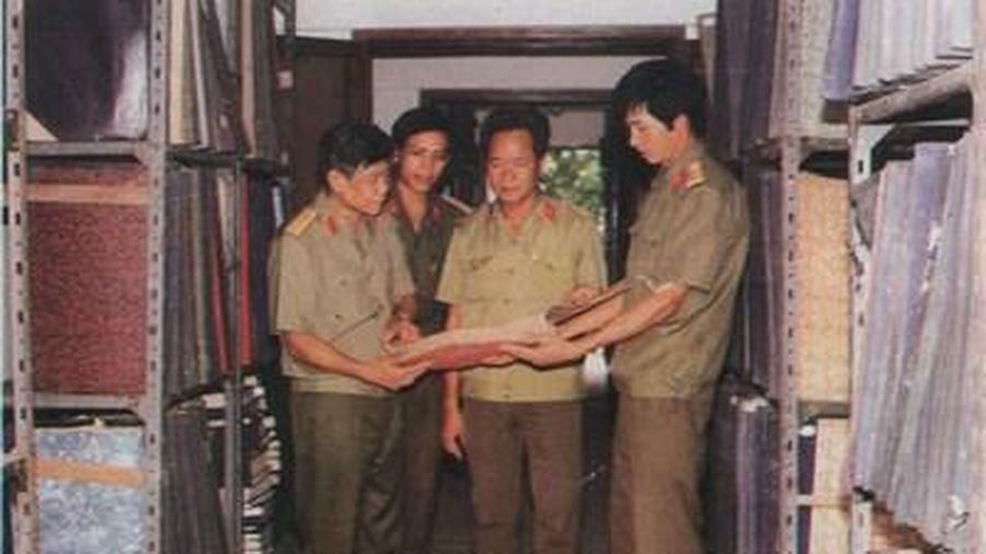 Nguyên Tổng Bí thư Lê Khả Phiêu - người tâm huyết với công tác Thư viện trong Quân đội