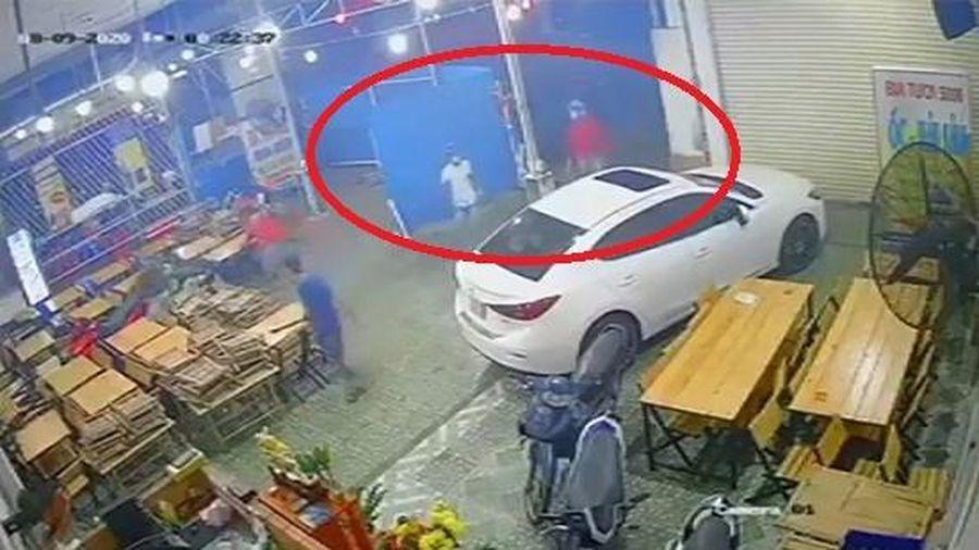 Điều tra vụ nhóm 'giang hồ' dùng hung khí đập phá quán nhậu, chém nhân viên trọng thương