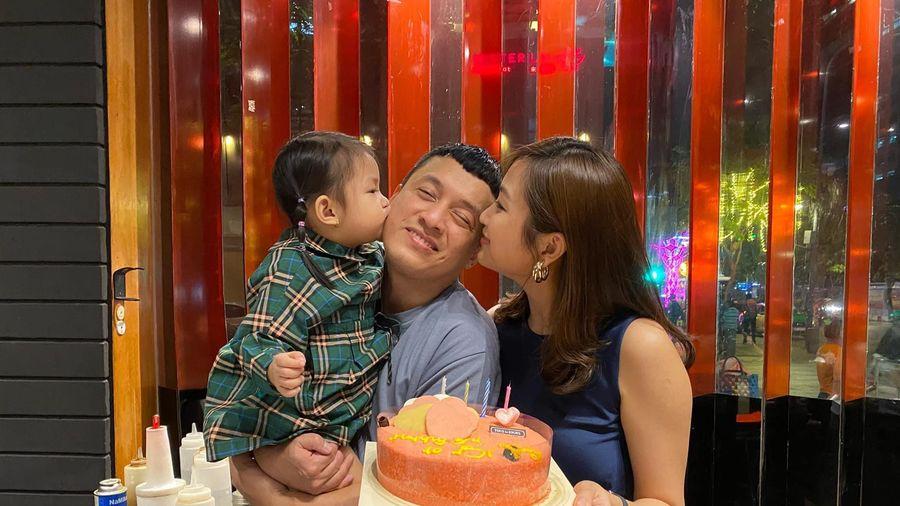 Lam Trường khoe ảnh tình cảm bên vợ
