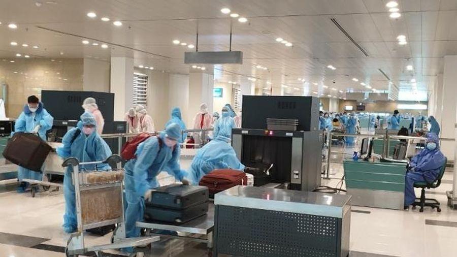 Sân bay Cần Thơ đón hơn 240 công dân Việt Nam về nước từ Singapore