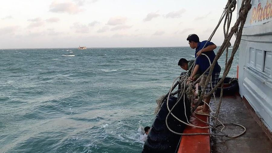 Ba ngư dân thương vong do đứt dây tời đánh cá trên biển