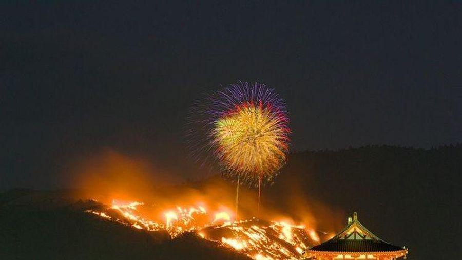 Nhật Bản: Kỳ lạ lễ hội đốt cháy cả quả đồi để ăn mừng