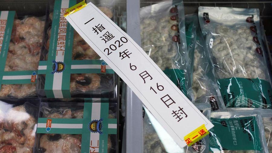 Trung Quốc tiếp tục phát hiện SARS-CoV-2 trên bao bì tôm nhập khẩu
