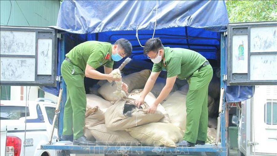 Mở thùng xe tải, phát hiện hơn 6 tấn lông gia súc không rõ nguồn gốc