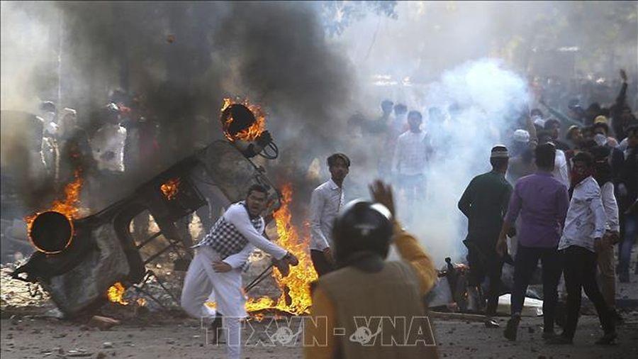 Biểu tình bạo lực vì bài viết trên facebook, hàng chục người Ấn Độ bị thương vong