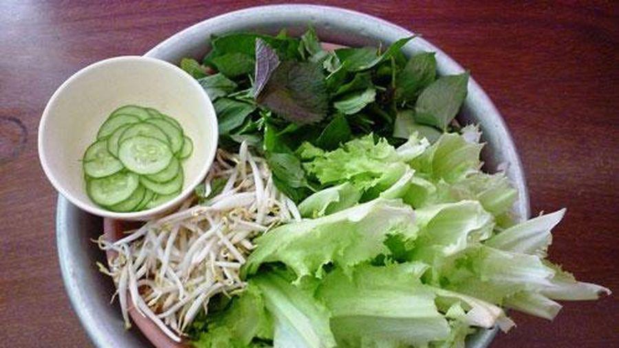 Rửa rau sống cứ cho thêm thứ này, bao nhiêu độc tố, vi khuẩn bị 'đánh bay' mà không ảnh hưởng tới mùi vị