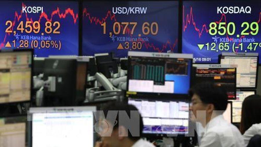 Thị trường chứng khoán châu Á biến động ngược chiều phiên 12/8
