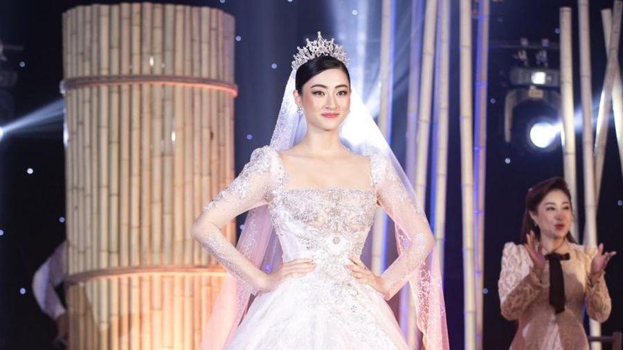 Lương Thùy Linh lập kỷ lục với chiếc váy cưới của NTK Anh Thư được đấu giá cao nhất lịch sử Vbiz