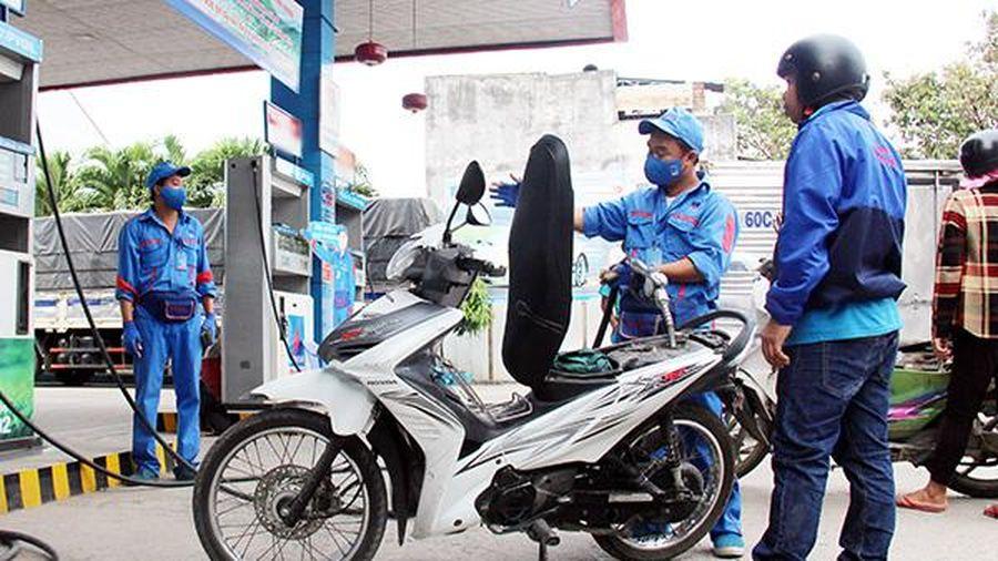 Giá một số loại xăng, dầu giảm nhẹ