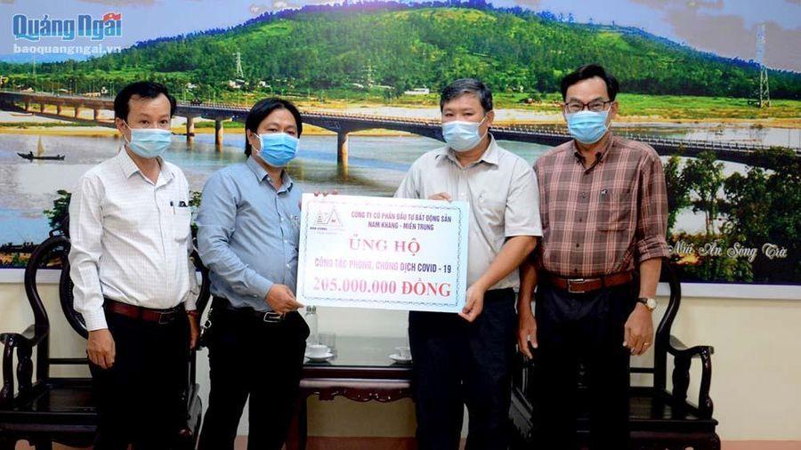 Công ty Nam Khang miền Trung trao 205 triệu đồng hỗ trợ phòng chống dịch Covd-19