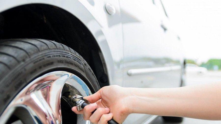 Khi bơm lốp xe ô tô cần lưu ý điều gì?
