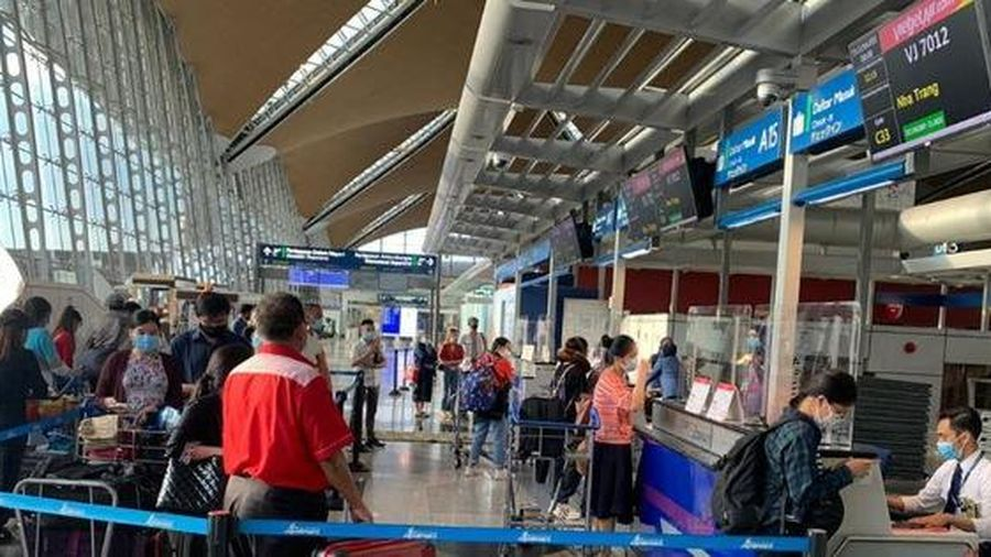 Đưa gần 240 công dân Việt từ Malaysia về nước