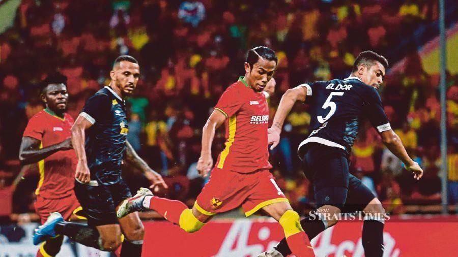 Ở Kuala Lumpur, vòng loại World Cup hoãn, M-League khởi tranh