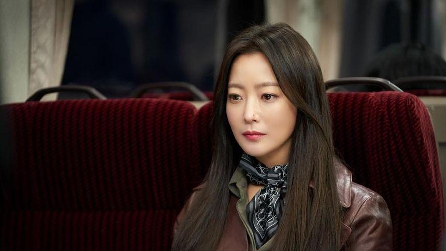 Những hình ảnh đầu tiên của Kim Hee Sun ở phim mới