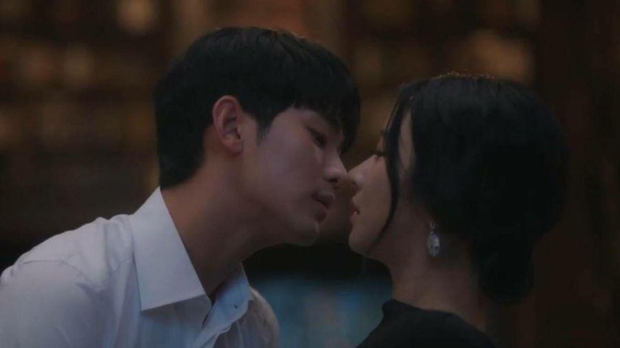 Hậu trường cảnh hôn của Kim Soo Hyun và Seo Ye Ji
