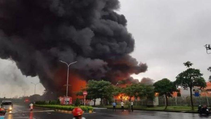Khu công nghiệp Yên Phong cháy lớn, nghi do chập điện
