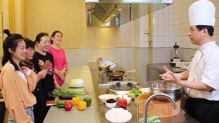 Một trường ĐH ở Thượng Hải mở ngành học về giúp việc gia đình