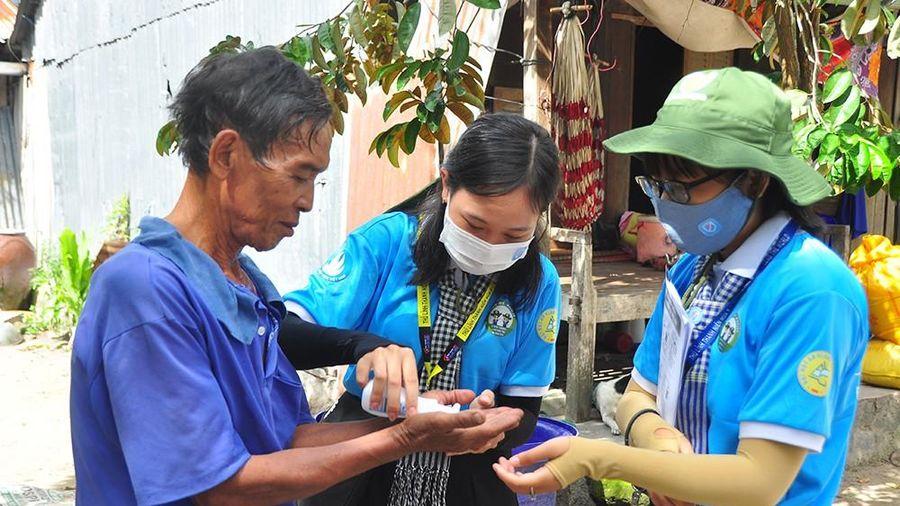 Chiến sỹ tình nguyện 'gõ từng nhà' tuyên truyền phòng dịch ở biên giới