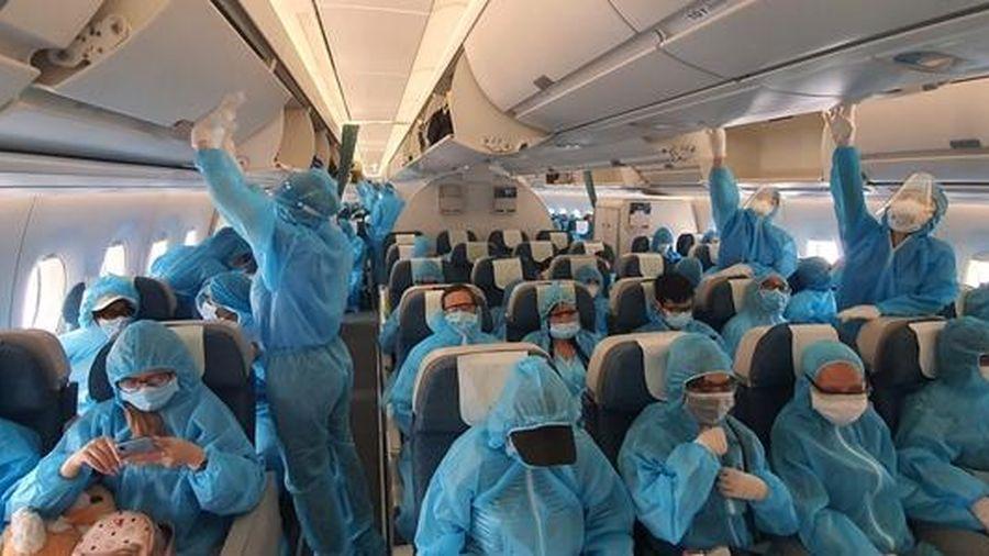 Gần 300 hành khách mắc kẹt tại Đà Nẵng về đến TP. Hồ Chí Minh