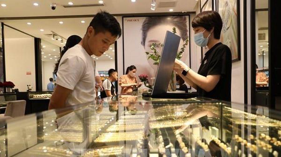 Giá vàng trong nước điều chỉnh giảm dưới mốc 56 triệu đồng/lượng