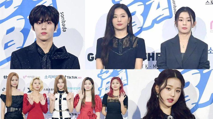Kim Woo Seok, TWICE, Red Velvet, I*ZONE và ITZY đổ bộ thảm xanh 'Soribada Awards 2020'
