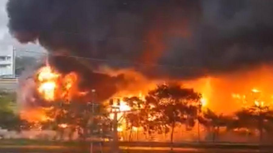 Cận cảnh cháy lớn tại khu công nghiệp Yên Phong, Bắc Ninh