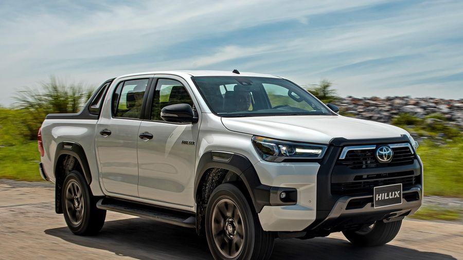 Toyota Hilux 2020 ra mắt tại VN, tăng giá từ 6 đến 35 triệu đồng