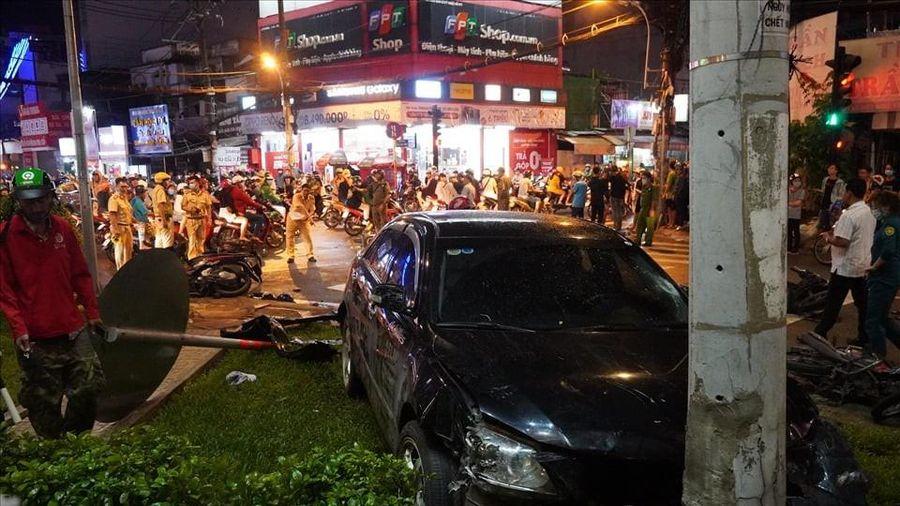 Nữ tài xế xe ô tô tông nhiều xe máy ở quận Bình Thạnh là do đạp nhầm chân ga?