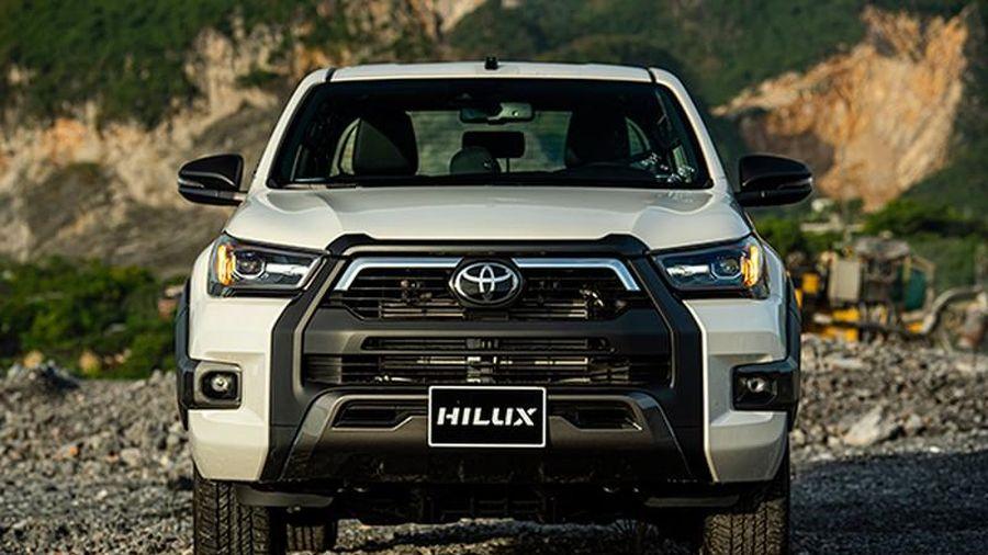 Cận cảnh Toyota Hilux 2020 cao nhất, hơn 900 triệu tại Việt Nam