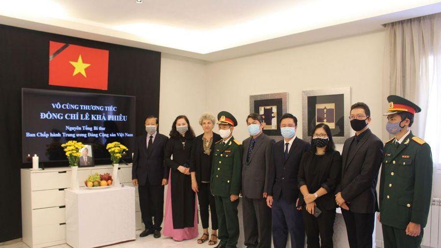 Đại sứ quán Việt Nam tại Tây Ban Nha, Sri Lanka và Mozambique tổ chức Lễ viếng nguyên Tổng Bí Thư Lê Khả Phiêu