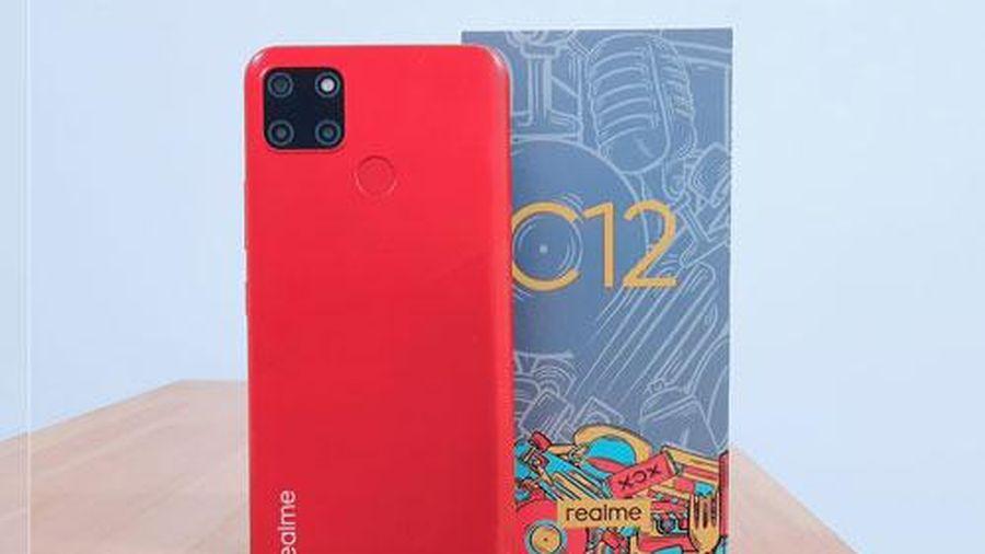 Trên tay Realme C12: Pin 6.000 mAh, 3 camera sau, giá gần 3 triệu