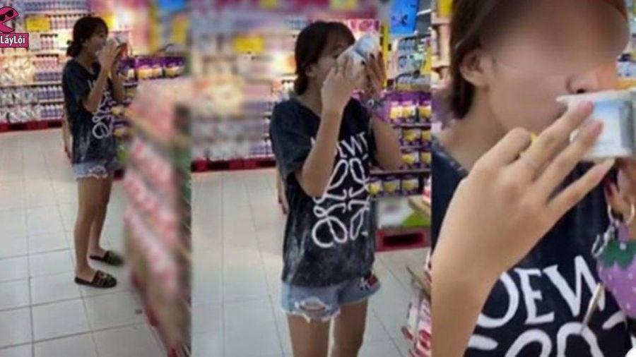 Bóc sữa chua chưa tính tiền húp giữa siêu thị, cô gái khiến dân mạng 'phát hỏa'