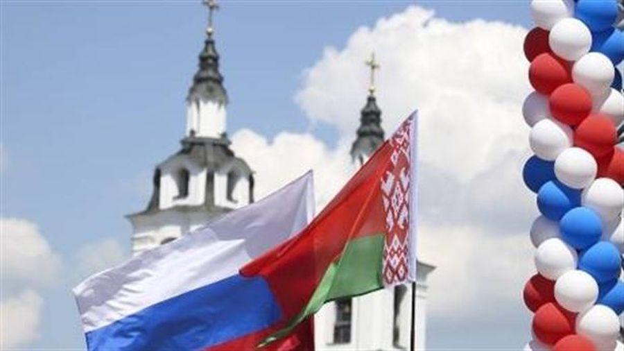 Ông Lukasheno bỗng nói chuyện tình nghĩa với Nga