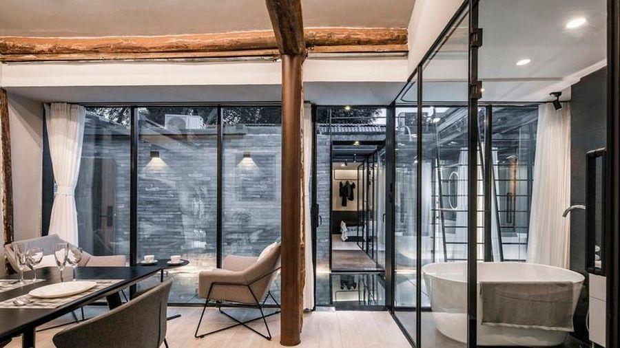 'Độc nhất vô nhị' ngôi nhà có sân lát gương