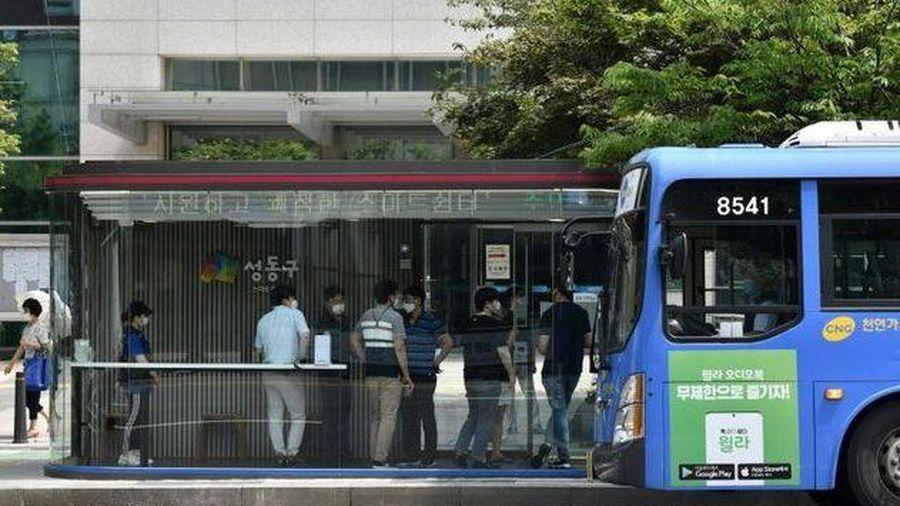 Số ca mắc Covid-19 tăng nhanh chóng, Hàn Quốc nâng cấp giãn cách xã hội đối với thủ đô Seoul và tỉnh Gyeonggi