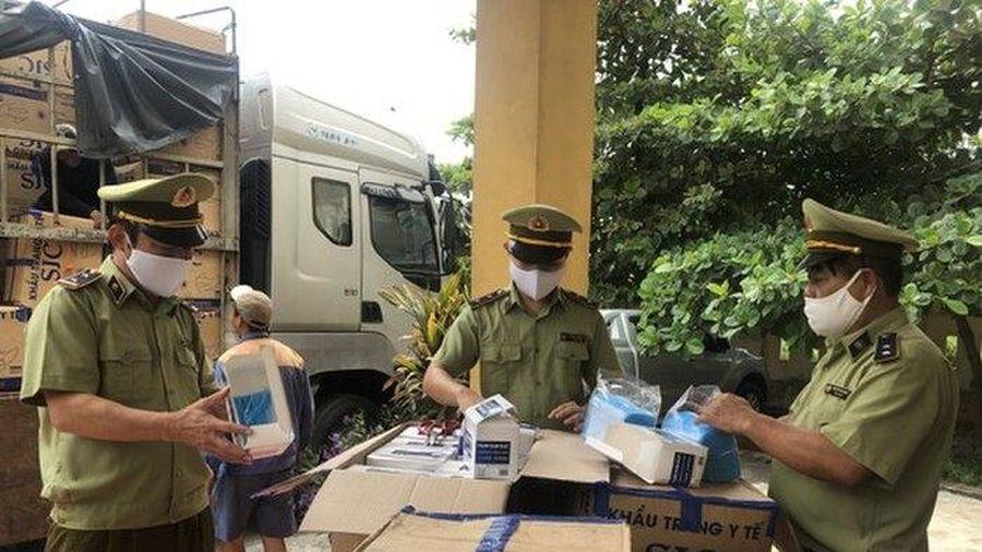 Hà Tĩnh: Bắt giữ xe ô tô chở 390.000 khẩu trang y tế không rõ nguồn gốc