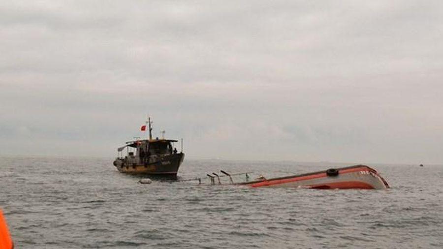 Thanh Hóa: Chìm tàu cá, năm ngư dân được cứu nạn kịp thời