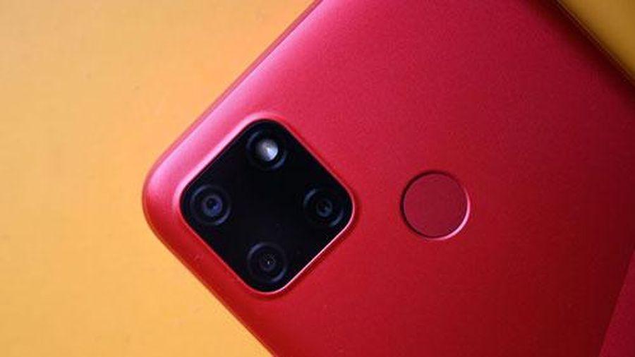 Ảnh chi tiết smartphone chống nước, pin 6.000 mAh, RAM 3 GB, 3 camera sau, giá gần 3 triệu