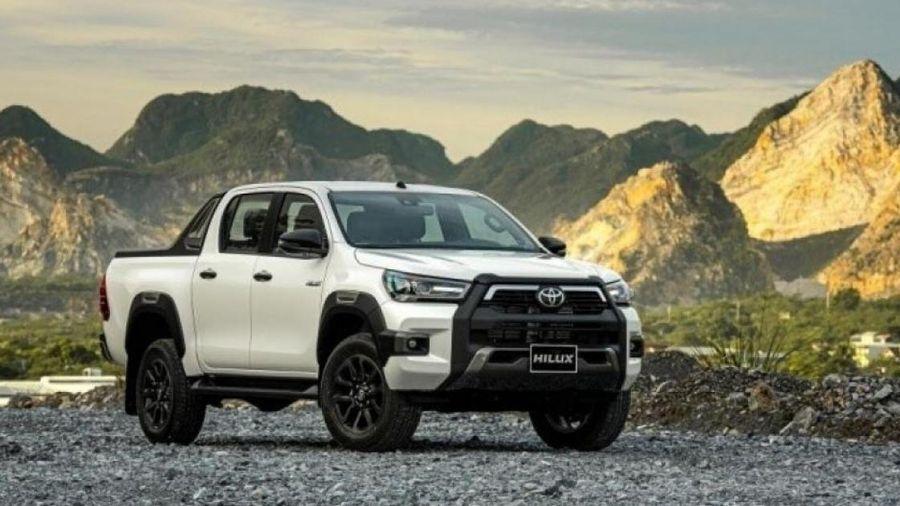 Lăn bánh bán tải Toyota Hilux 2020 vừa ra mắt tốn bao nhiêu?