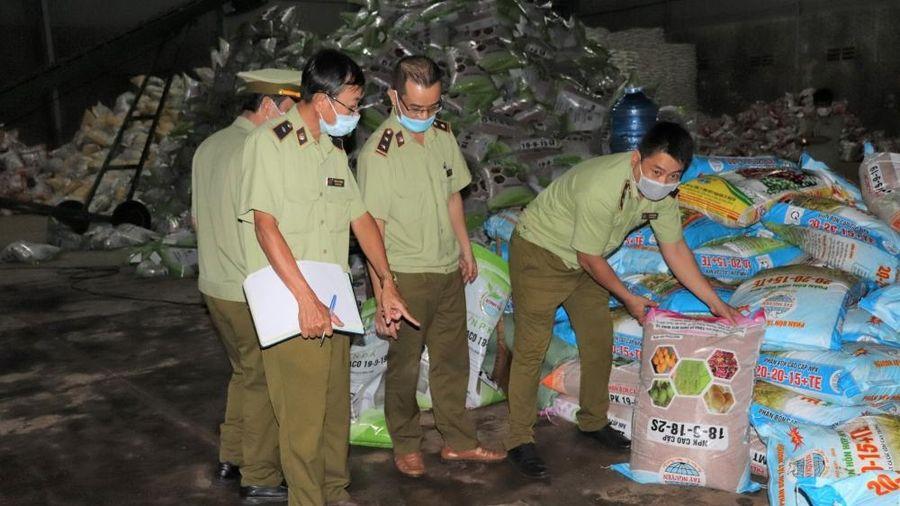 Đắk Lắk: Phát hiện hơn 4 tấn phân bón hết hạn sử dụng, không có nhãn