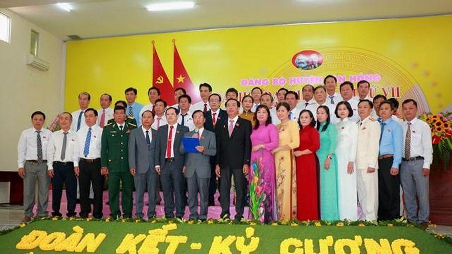 Đồng chí Đinh Văn Năm tái đắc cử chức Bí thư Huyện ủy Tân Hồng nhiệm kỳ 2020 - 2025