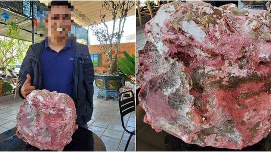 Vô tình vớ được cục đá có mùi như 'Long diên hương', chủ nhân bán vội cũng 'dắt túi' tiền tỷ