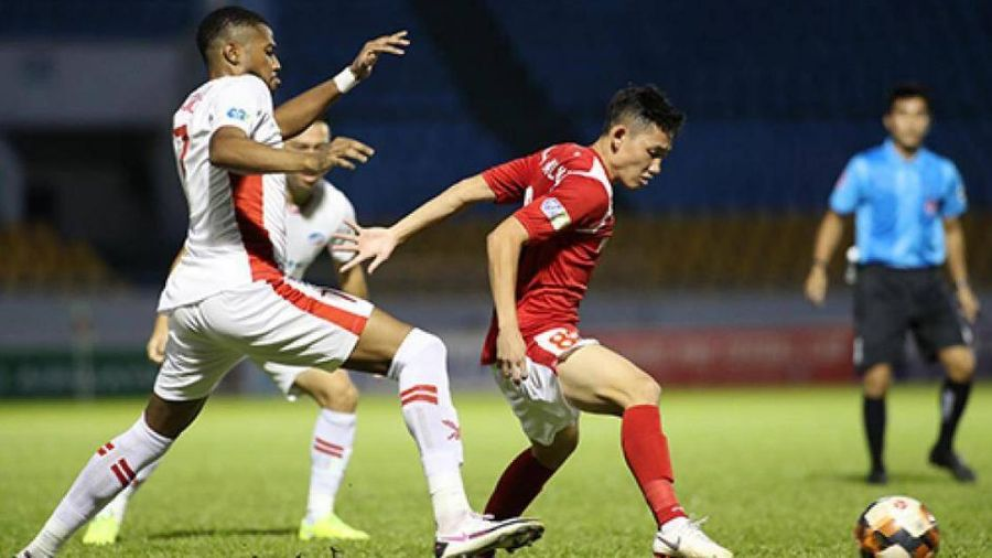 Hiện tượng V-League lập siêu phẩm, Than Quảng Ninh vẫn thua đau