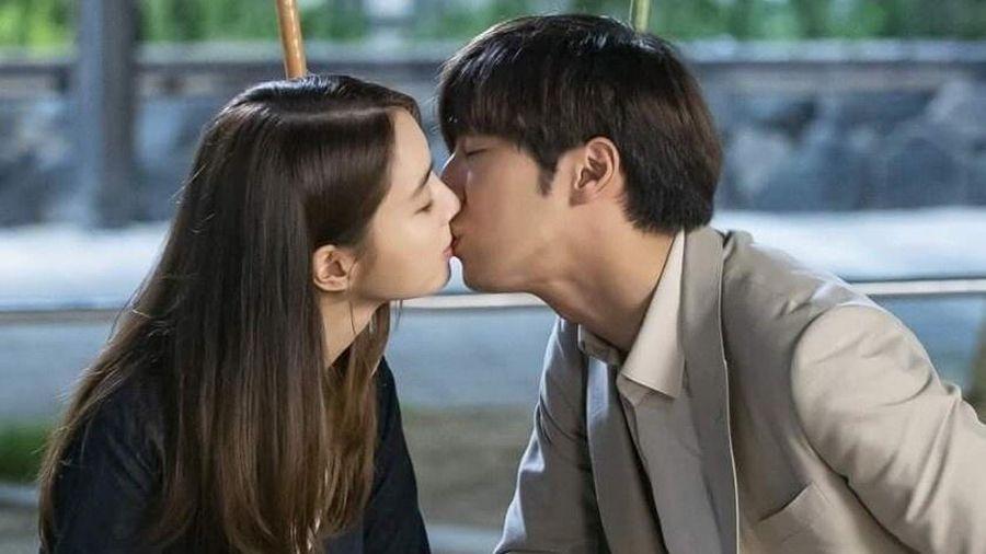 Phản ứng của Lee Byung Hun khi xem cảnh hôn của vợ