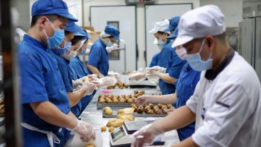 Hành trình ra lò khắt khe của hơn 1 triệu chiếc bánh trung thu VinMart